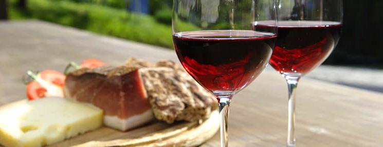 Wein, Käse und Speck